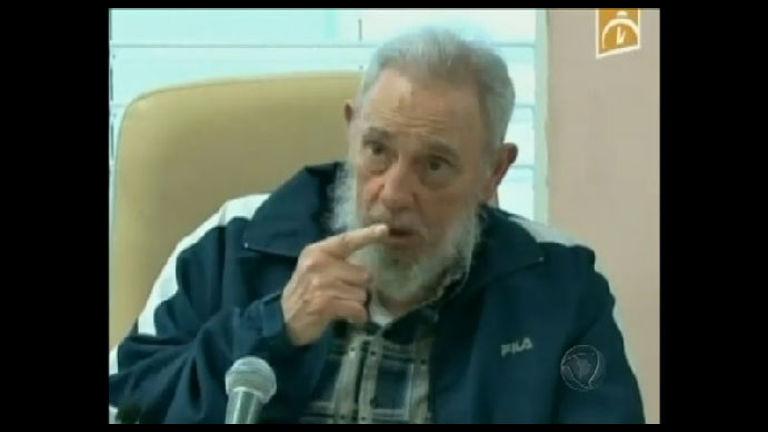 Fidel Castro dedica música à memória de Hugo Chávez - Record ...