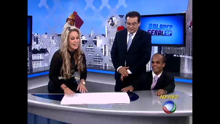 Ísis ensina Geraldo a fazer dobradura com toalha - Notícias - R7 ...