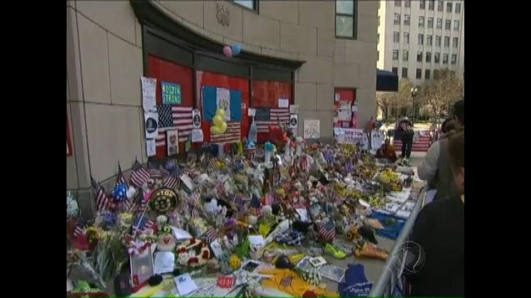 Americanos homenageiam vítimas do atentado em Boston - Notícias ...