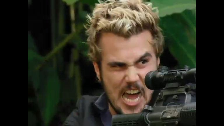 Norberto pega arma de Arnaud e atira no casamento de Eduardo e ...