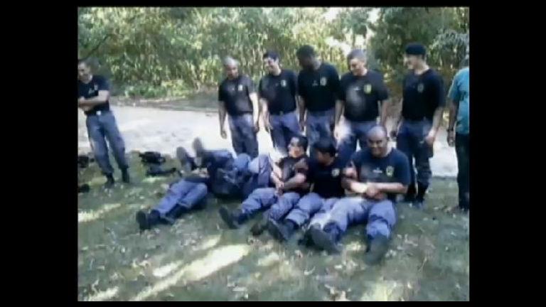 Vídeo mostra policiais do Espírito Santo levando choques em um ...