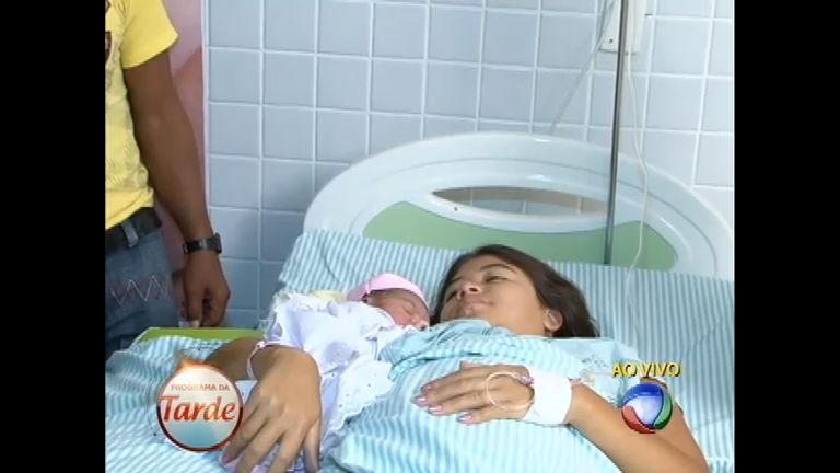Muita emoção: Rapunzel do Piauí dá à luz uma menina ...