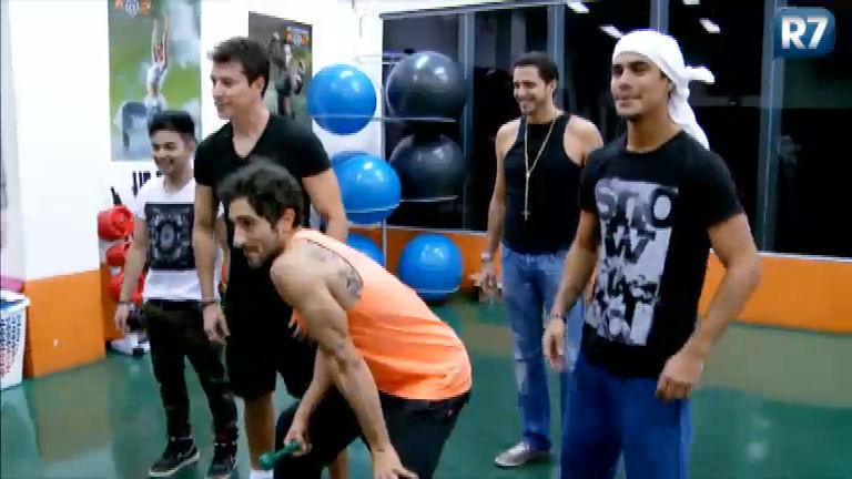Rodrigo Faro recebe convidados especiais para o Dança Gatinho