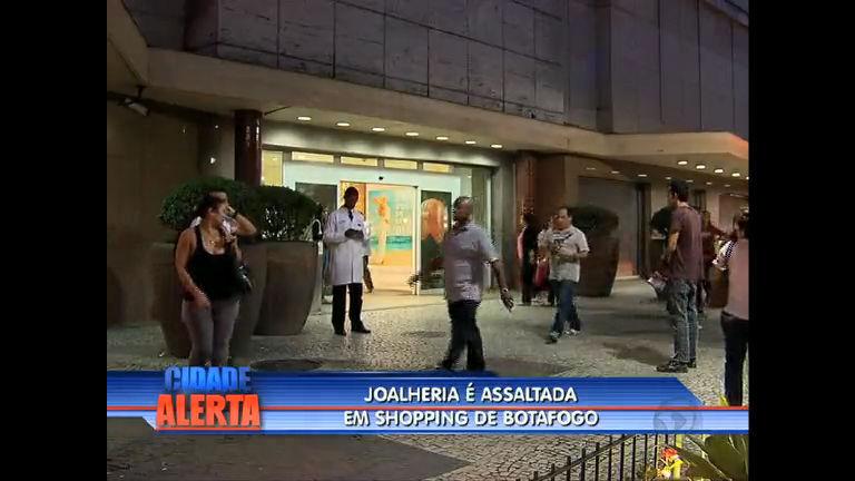Bandidos assaltam e bebem uísque em joalheria de Botafogo ( RJ ...
