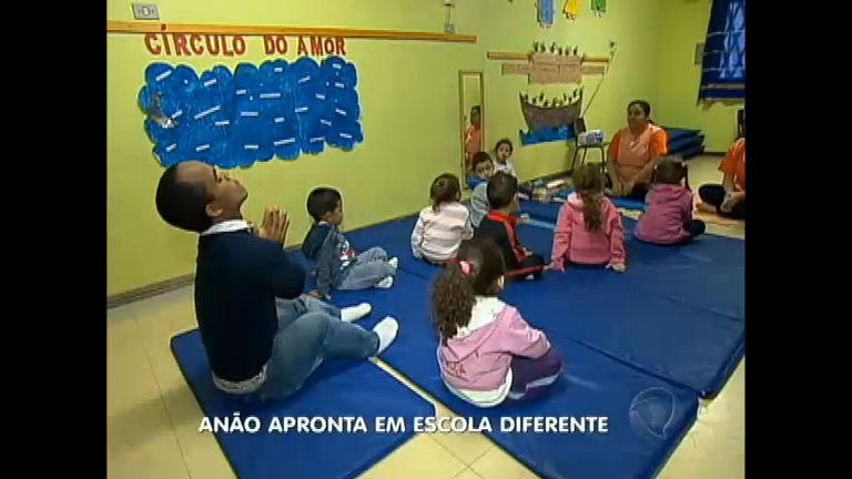 Anão apronta e agita ambiente de escola zen - Notícias - R7 ...