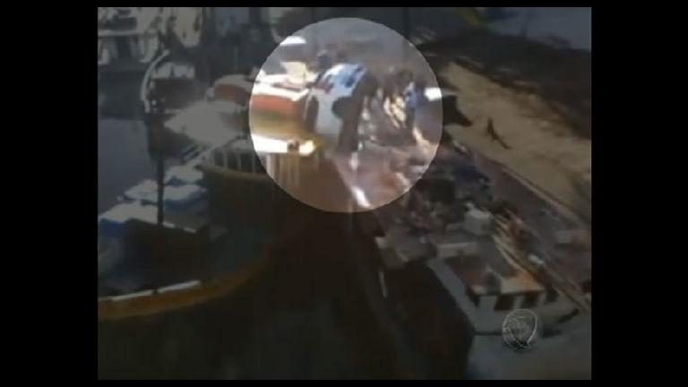 Motorista cai de ponte e atinge barco de pesca em Guarapari ( ES ...