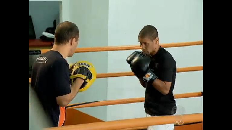 Volta por cima: ex-morador de rua vira campeão mundial de boxe ...
