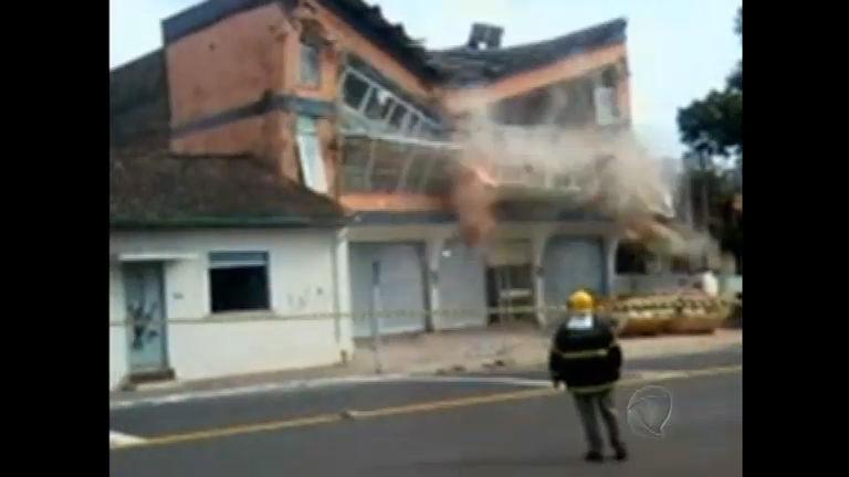 Prédio em reforma desaba em Novo Hamburgo ( RS) - Notícias - R7 ...