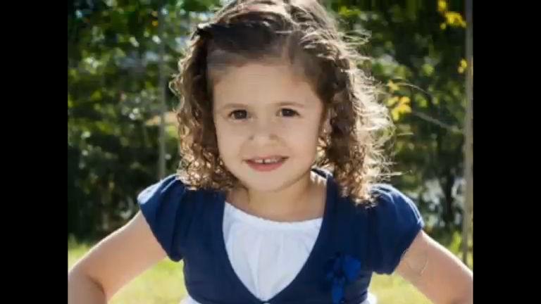Criança de três anos morre após acidente em escada rolante em ...