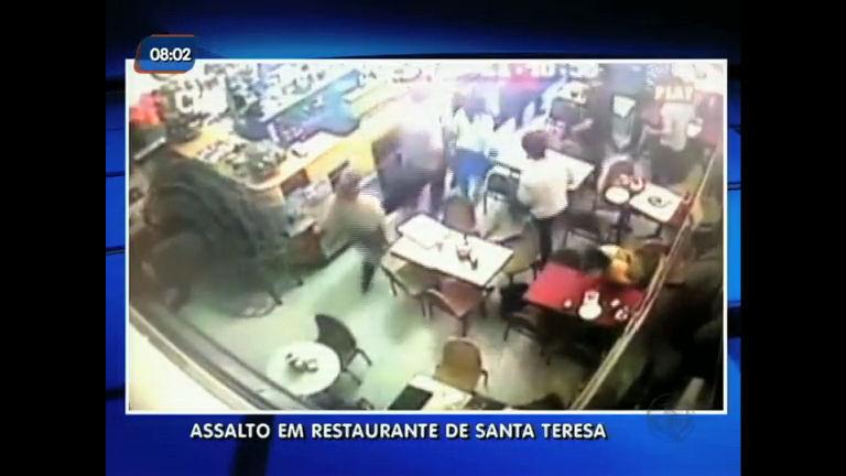 Imagens mostram assalto em restaurante famoso de Santa Teresa ...