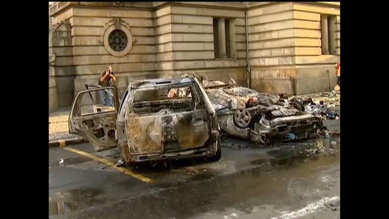 Assembleia Legislativa do RJ é depredada durante manifestação ...