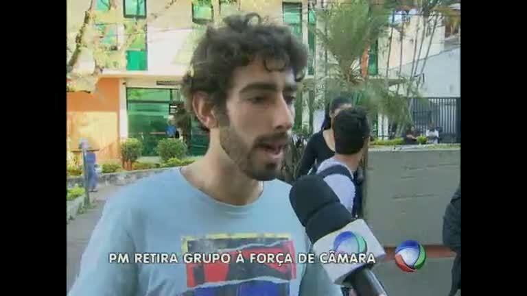 Câmara de Divinópolis é desocupada e um manifestante preso ...