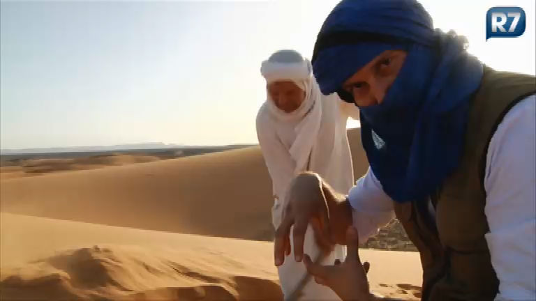 Repórter é enterrado na areia do Deserto da Saara; veja na ...