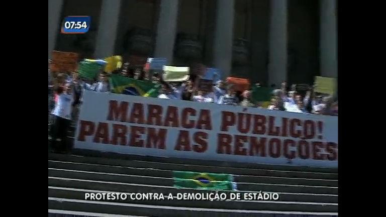 Manifestantes são contra a demolição do Estádio Célio de Barros ...