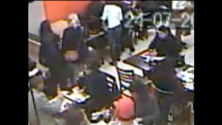 """""""Gangue das gordas"""" rouba bolsas em restaurantes no RS ..."""