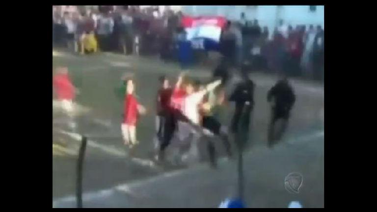 Jogador agride juiz com chute no rosto durante partida no Paraguai ...