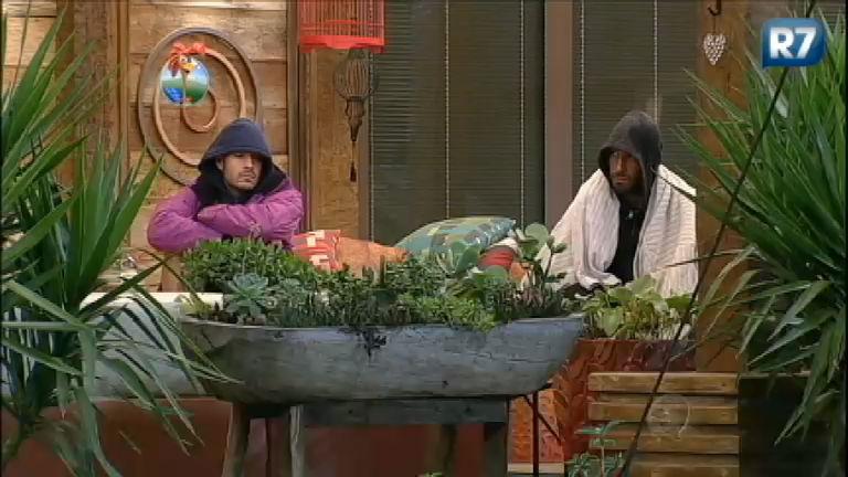 Gominho, Beto e Mateus esculacham Andressa Urach - Rede Record