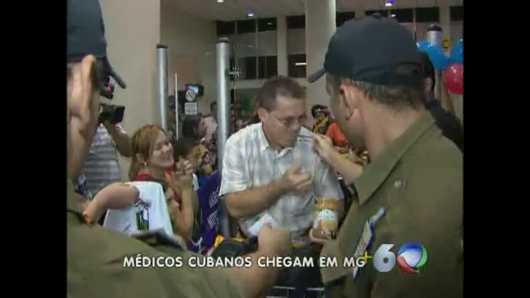 Médicos cubanos são recebidos com festa em BH - Minas Gerais ...