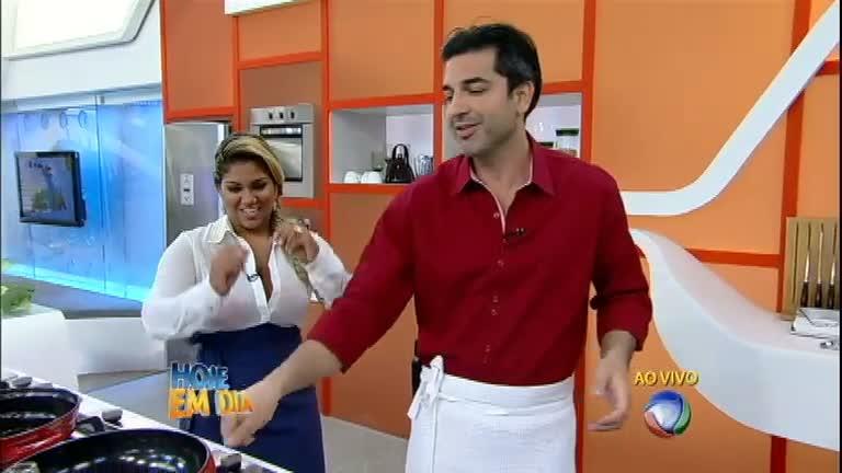 Mulher Filé e Edu Guedes preparam um delicioso rolinho crocante ...