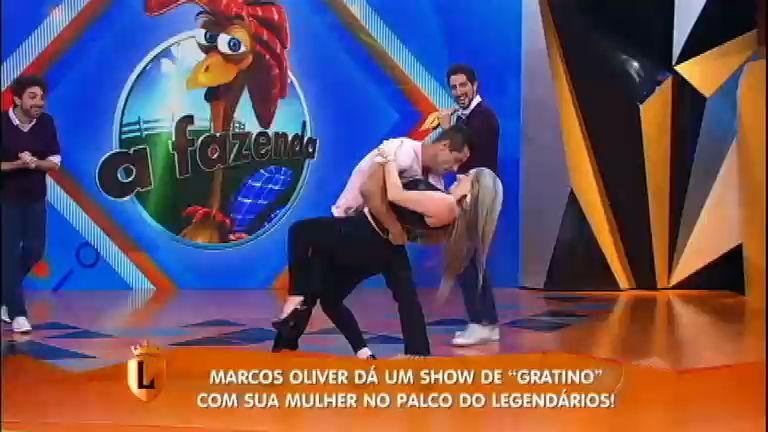 Marcos Oliver dá um show de sedução no palco do Legendários ...
