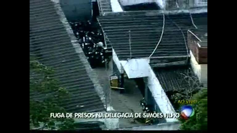 Fuga de presos na delegacia de Simões Filho - Bahia - R7 Bahia no ...