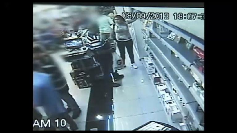 Casal furta videogames em loja de Porto Alegre (RS) - Notícias - R7 ...