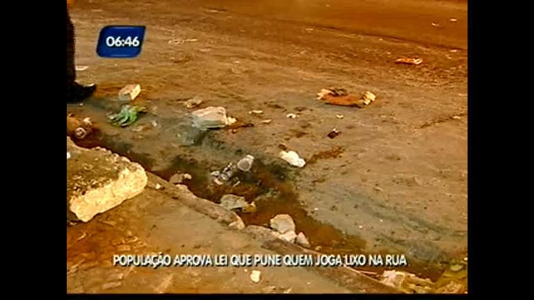 População aprova lei que pune quem joga lixo na rua - Bahia - R7 ...