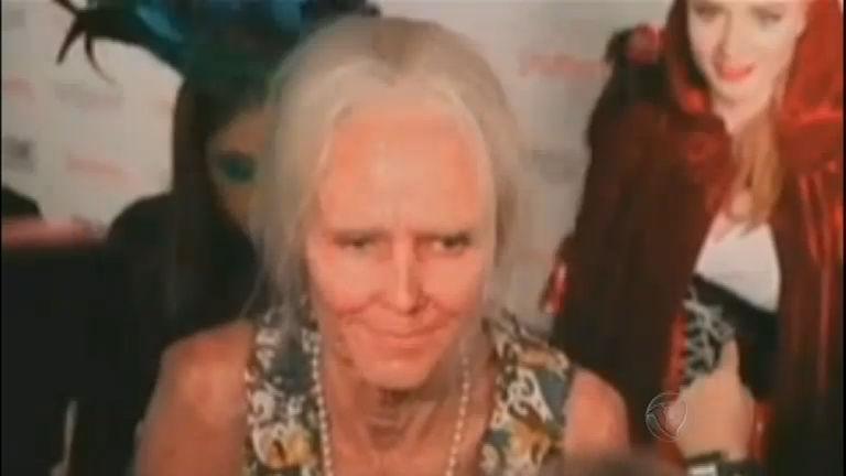 Irreconhecível: top model envelhece 40 anos para festa de Halloween