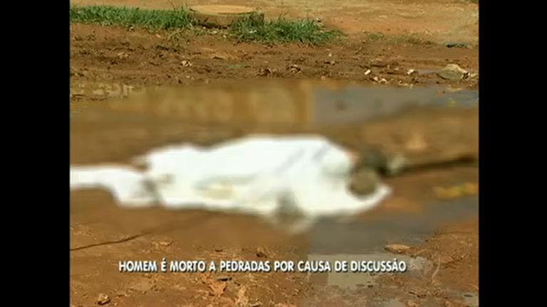 Homem é morto a pedradas em Águas Lindas de Goiás - Rede ...