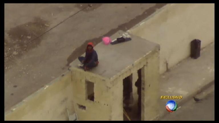 Muro do pó: traficantes vendem drogas com tranquilidade em ...