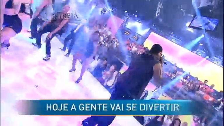 Pura sedução: MC Sapão agita plateia com funk - Entretenimento ...