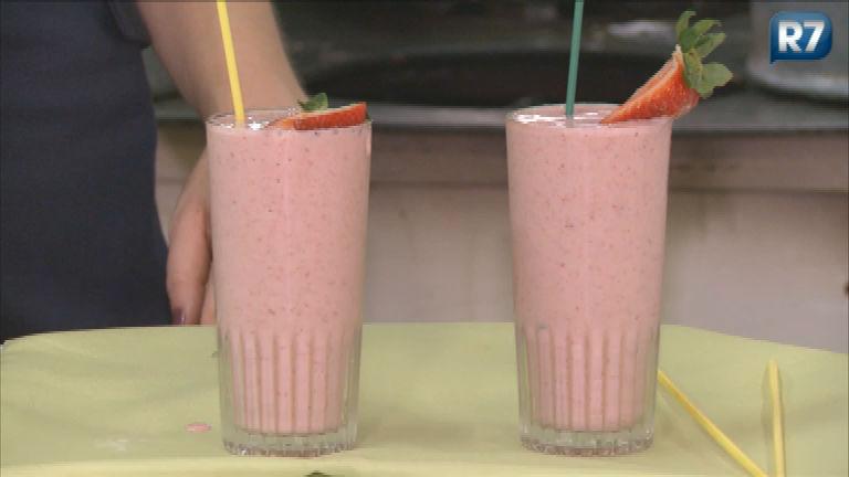 R7 mostra receita de suco refrescante com morango, maçã, banana ...