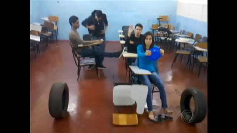 Estudantes simulam a difícil vida do usuário do transporte público ...