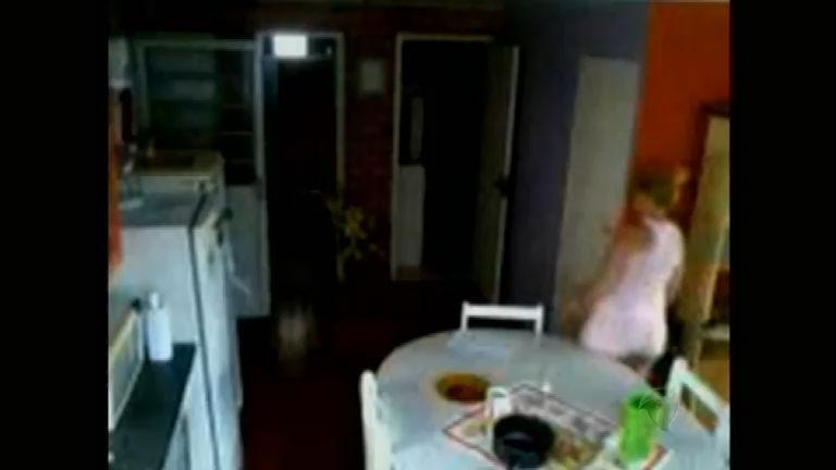 mulher furta objetos no apartamento do vizinho em Novo Hamburgo