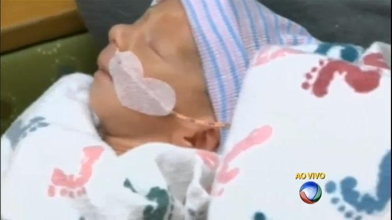 Mulher dá à luz a trigêmeos idênticos nos EUA - Notícias - R7 Fala ...