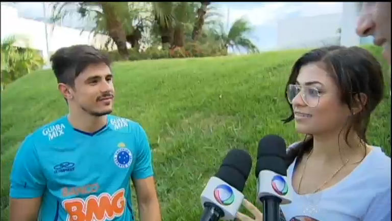 """Bigode grosso"", cruzeirense Willian conhece a funkeira MC Marcelly"