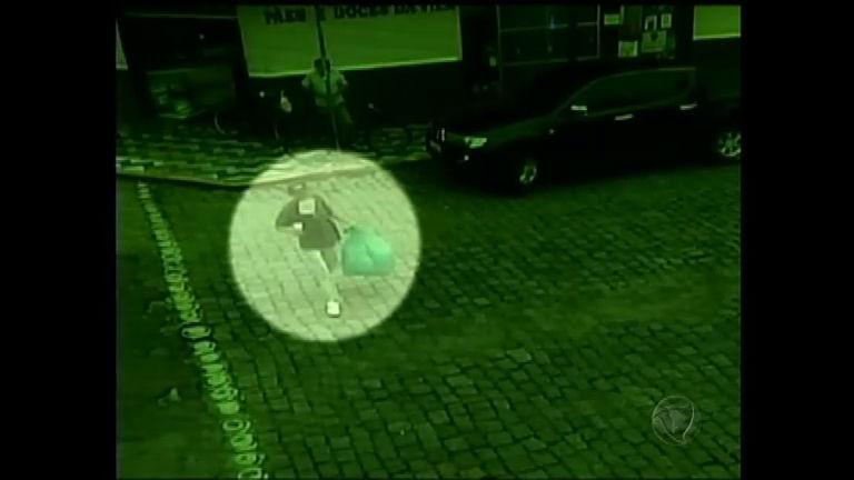 Andarilho recebe, por engano, pacote com R$ 17 mil em Itajaí ( SC ...