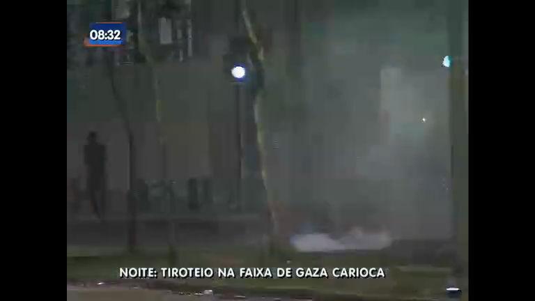 "Intenso tiroteio deixa um idoso morto na "" Faixa de Gaza"", no Rio ..."