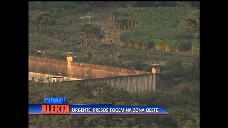 A polícia faz busca para encontrar fugitivos na zona oeste - Rio de ...