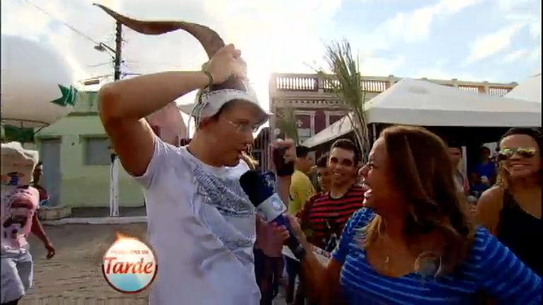 Extravagância: Renata Alves se aventura na maior festa brega do ...