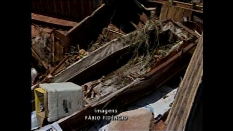 Vândalos invadem cemitério e danificam túmulos em Bauru ...