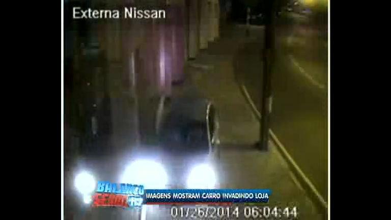 Flagrante: imagens mostram carro invadindo loja na zona norte do Rio