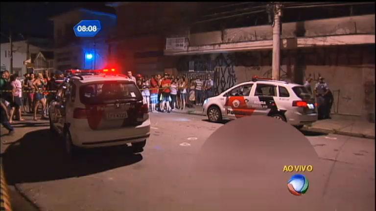 Homens encapuzados fazem vários disparos na Vila Carrão em SP ...