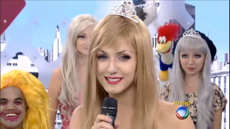 Lindsay Woods vence concurso e é eleita a Barbie Humana brasileira