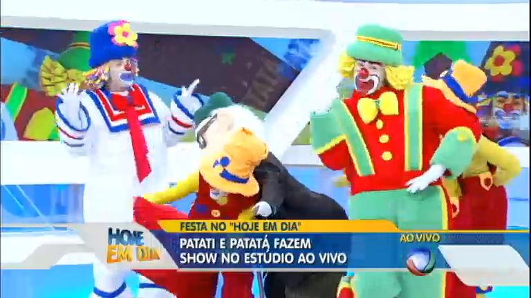 Assista ao show do Patati e Patatá no palco do Hoje em Dia ...