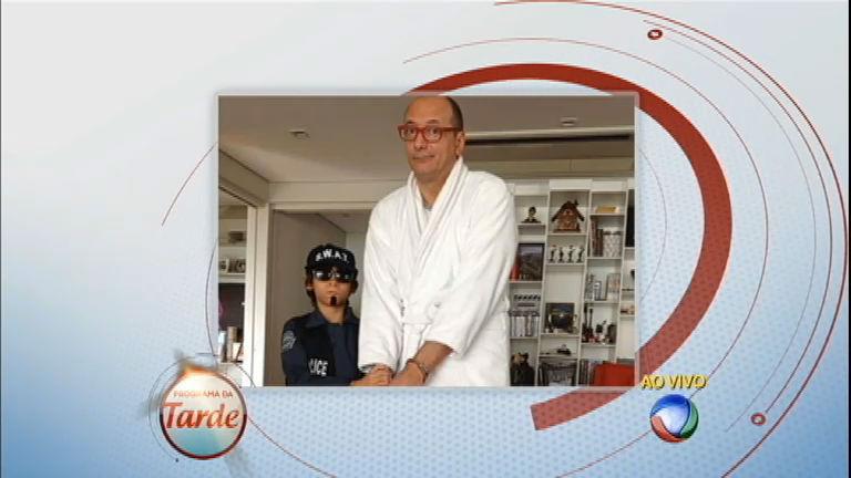 Britto Jr. rouba pudim da geladeira e é preso por pequeno agente ...