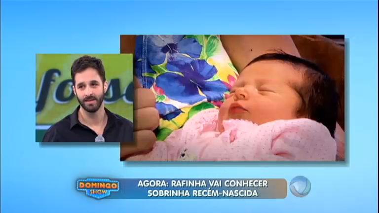 Rafinha Bastos vê pela primeira vez a sobrinha recém-nascida ...