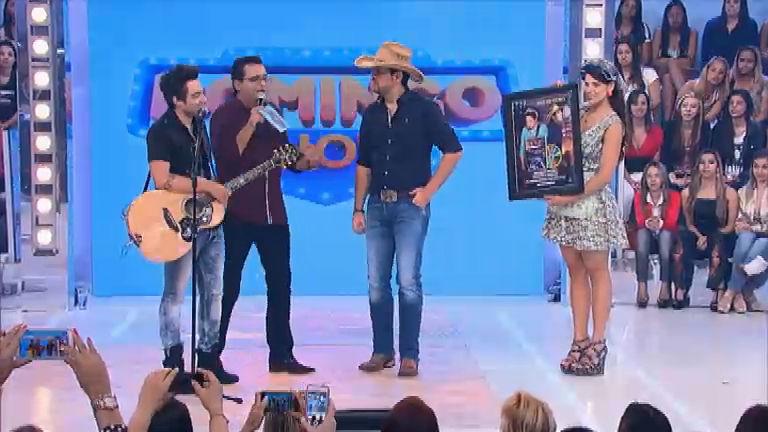 Fernando e Sorocaba recebem Disco de Ouro no Domingo Show ...