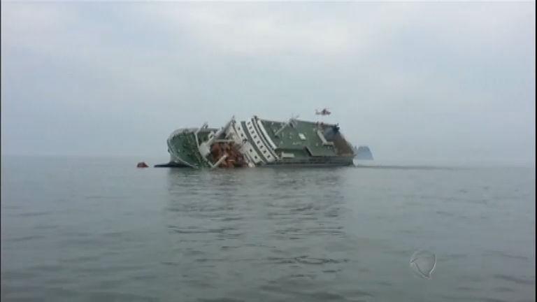 Novas imagens mostram naufrágio de navio na Coréia do Sul ...