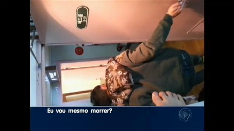 Vídeo mostra desespero de alunos antes de barco afundar na ...